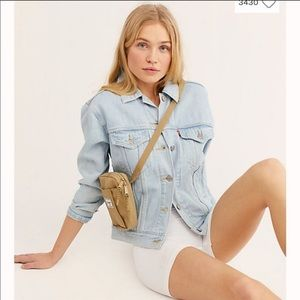 LEVIS Urban Outfitters light wash jean jacket